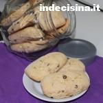 Biscotti inzupposi con gocce di cioccolato