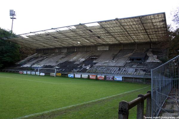 Uitzicht op de oude zittribune van Stade du Crossing