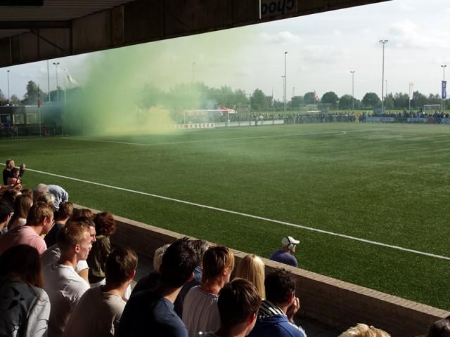 Vuurwerk voorafgaand aan de Zuid-Hollandse derby