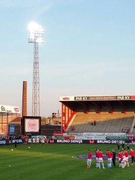 Alweer een foto voor de stadionlampenfetisjisten onder ons