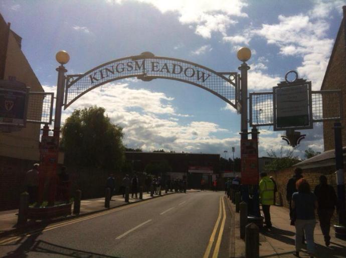 Kingsmeadow stadionpoort