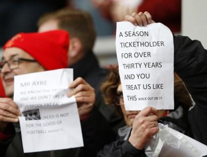 Supporters Liverpool protesteren tegen dure tickets