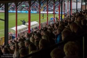 De oude houten eretribune was tijdens de wedstrijd tegen Forest Green Rovers volgepakt