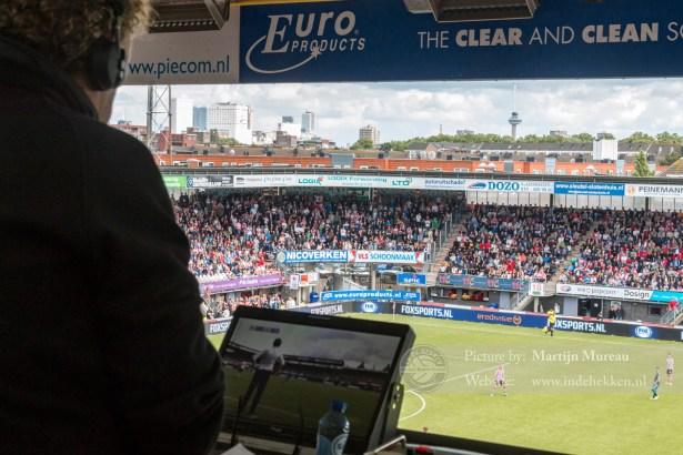Mooi uitzicht op het veld en Rotterdam