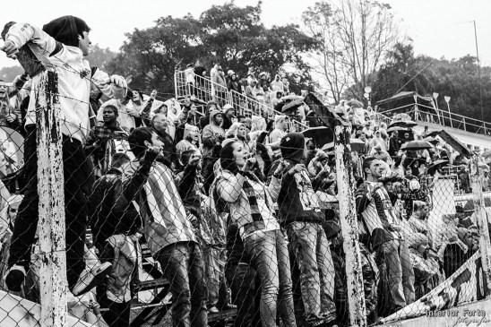 Fans leven mee op de Torcida do Avendida (Estádio Vermelhao da Colina)