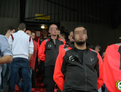 Stewards op de trap bij Feyenoord's Vak S. Foto: Cabras Feliz