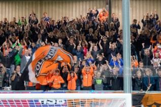 Terwijl de fans van FC Volendam de overwinnig uitgebreid vieren