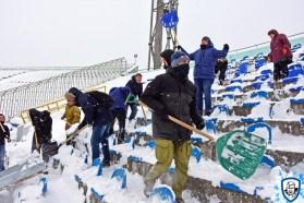 En zo maken de fans van Dynamo Kiev hun uitvak sneeuwvrij. Foto afkomstig van http://wbc.kiev.ua/