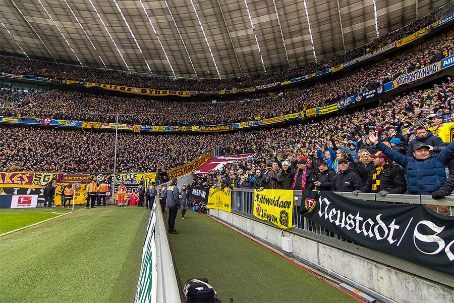 Ongeveer 18.000 fans van Dynamo Dresden in München
