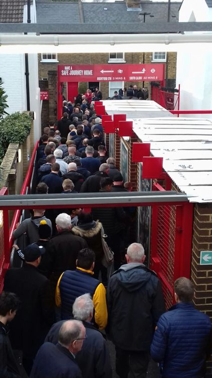Brentford-fans tevreden naar huis (c) Rob Jacobs