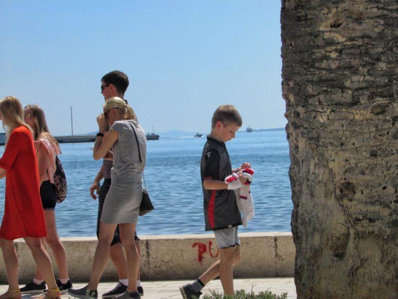 Supporters op de Riva, de boulevard van Split
