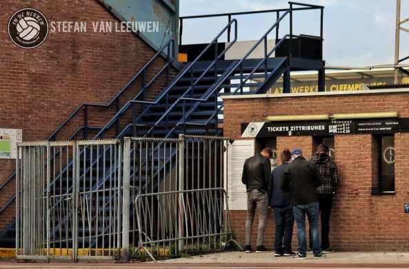 Eendracht Aalst supporters blijven hun club steunen, ook na de degradatie.