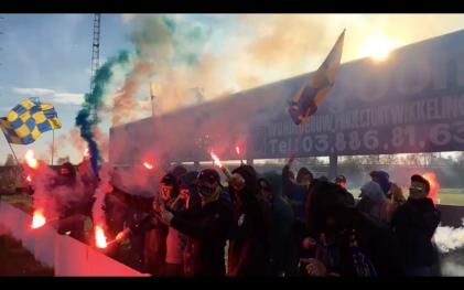 Heerlijke pyro door de F2X ultras van KFC Brasschaat