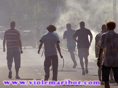 Slovenija, Maribor, 4.7.2005 - pretep med mariborskimi Violami in beograjskimi Delijami