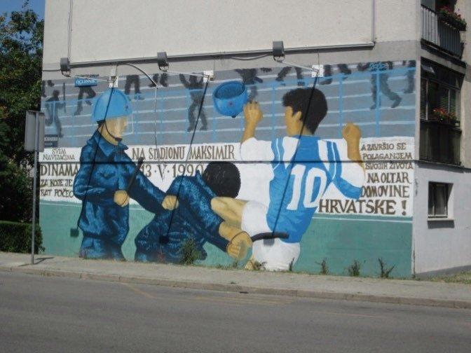 Mural van Boban Zvonimir die een politieagent een karatetrap verkoopt