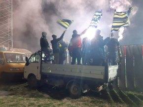 Deze wagen biedt uitkomst voor aanhangers van Siófok (tweede divisie). (via ultras-tifo.net / hungaryultras.blogspot.com)