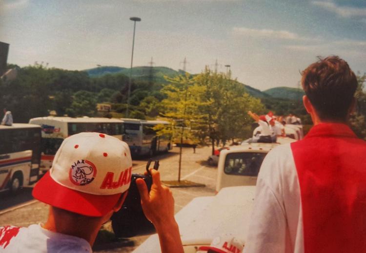 Ajax supporters onderweg naar Wenen
