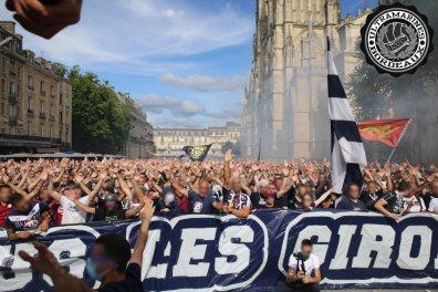 Duizenden supporters in de binnenstad (foto via Ultramarines).