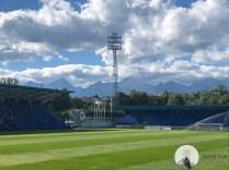Prachtige bergen vanuit het stadion van FK Poprad