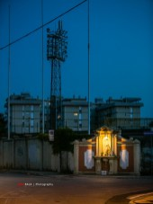 Een vakantiefoto, voor onze vakanties in Italië maak ik altijd een lijstje met voetbalstadions in de buurt. Toen ik via Google Streetview Stadio Rino Mercante ging verkennen maakte mijn hart een sprongetje toen ik de kapel in de stadionmuur zag. De lichtmasten zijn ook geweldig en de flats op de achtergrond maken het af.