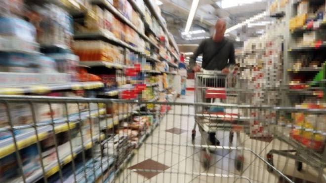 Consumi, ad aprile in calo la fiducia di famiglie e imprese italiane. È ai minimi dal 2017