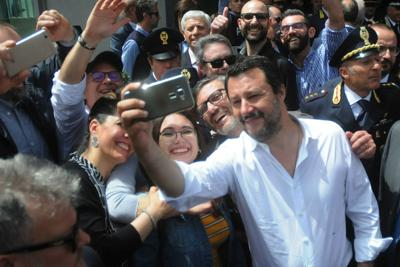 """Salvini in Sicilia: """"Il prossimo che fa gli scatoloni è Orlando"""""""