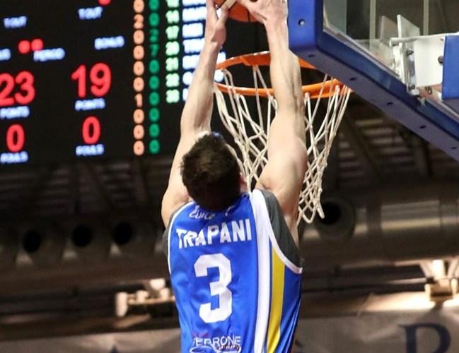 Il pubblico di Ravenna applaude ad un Orlandina che vince 76-92 e vola ai quarti di finale