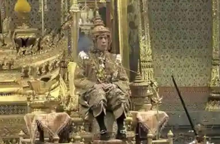 Thailandia, dopo 70 anni c'è un nuovo re: incoronato l'erede Vajiralongkorn
