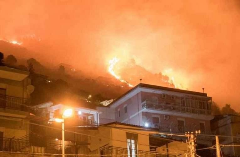 Palermo, incendi minacciano la riserva naturale dello Zingaro