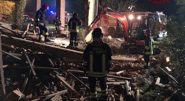 Quargnento (Alessandria), esplode cascina con bombole del gas, morti tre vigili del fuoco|VIDEO/FOTO