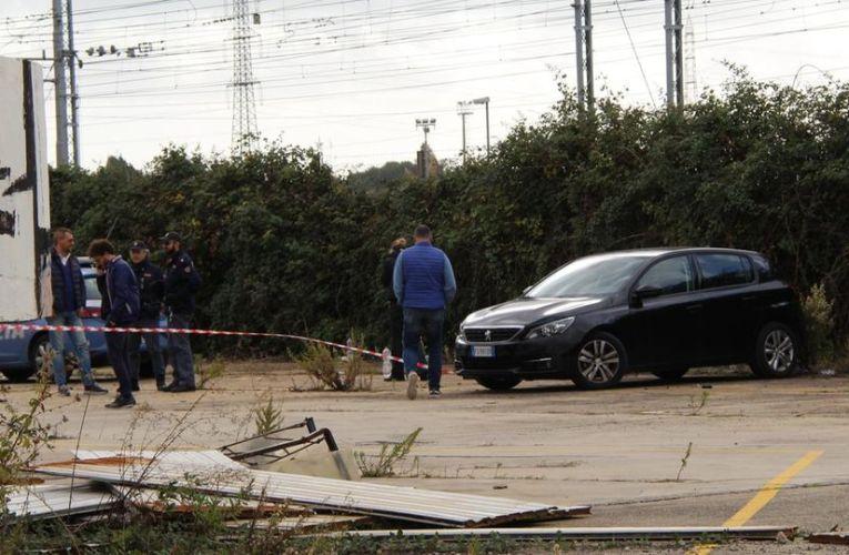 Livorno, muore a 30 anni dopo il rave party: il cadavere trovato dentro un'auto
