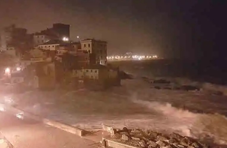 Genova, vento di burrasca mette in ginocchio il capoluogo ligure