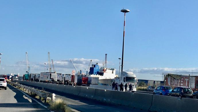 Caro-navi, stop autotrasportatori in Sicilia, paralisi a Catania