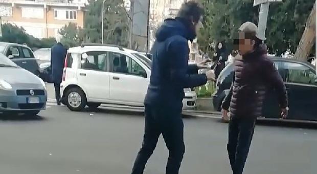 """Torino, """"Portate il coronavirus"""": due cinesi aggrediti da una banda di italiani"""