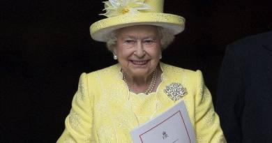 """Elisabetta II """"Ci uniamo a tutti i Paesi del mondo in uno sforzo comune, usando tecnologie ed empatia""""."""