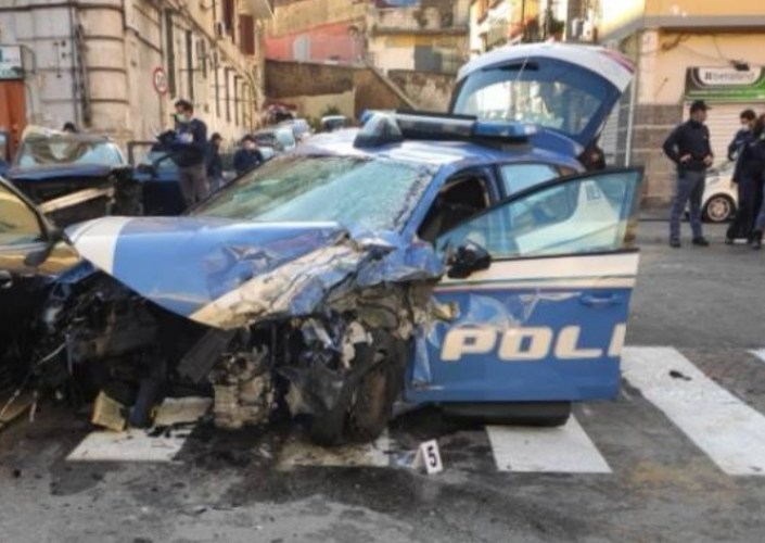Banditi in fuga, poliziotto ucciso in uno scontro frontale a Capodichino