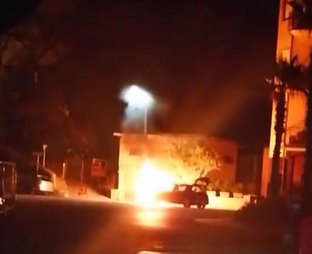 Capo d'Orlando (Me) – Auto prende fuoco nei pressi del lungomare A. Doria. ILLESI I PASSEGGERI