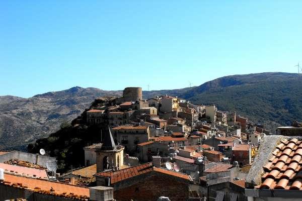 Castel di Lucio(Me) – Allerta Covid. Il Sindaco comunica che sono 15  le persone contagiate.