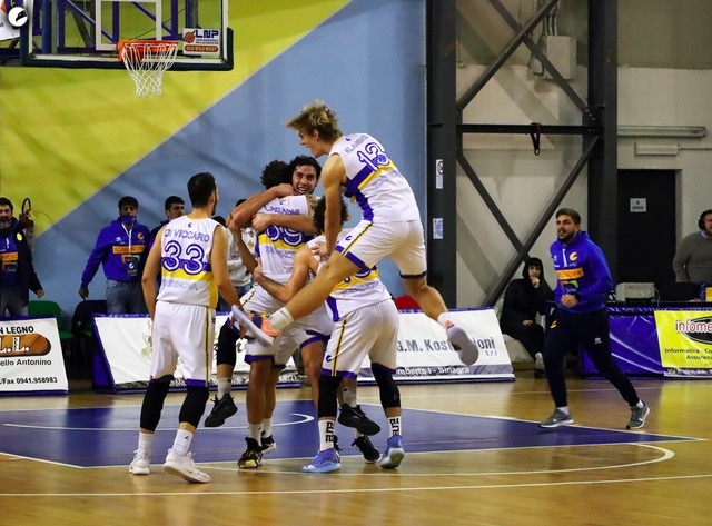 Una coriacea Fidelia Torrenova batte Basket Bologna dopo 4 overtime 126-123.
