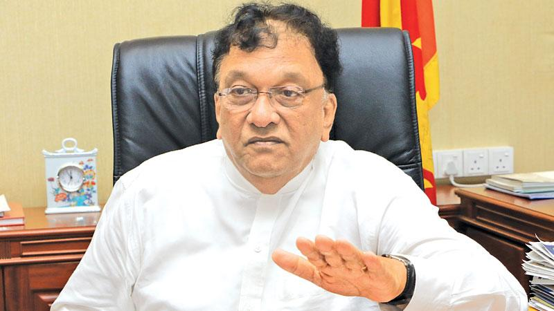 Minister denies claim that SLMC agrees to confer medical degrees to SAITM students after 5 weeks of training