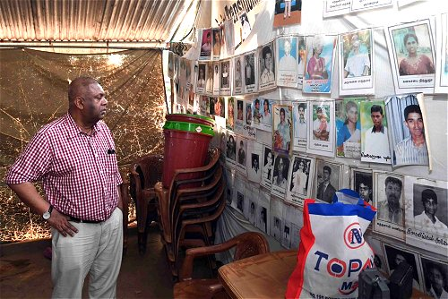 Minister Mangala Samaraweera meets with 'Mothers of the Disappeared' in Mullaitivu