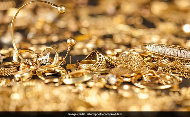 Sri Lankan nabbed attempting to smuggle in gold worth over Rs. 2 million