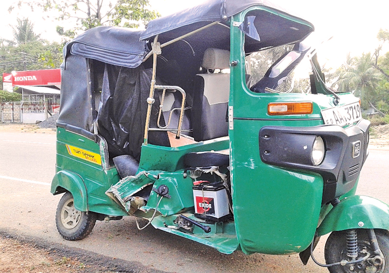 Three killed after three-wheeler topples in Matara
