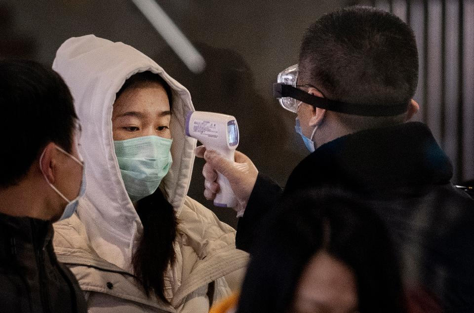 Coronavirus: Chinese hospitals in chaos as lockdown spreads to affect 33m people