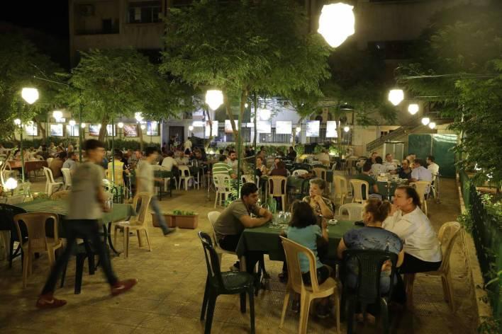 مقهى في الحي الارمني.jpg