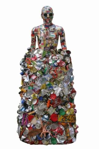 Lele De Bonis, trash man, 2013, scultura in legno e allumino alimentare, kg80, cm 100x60x200