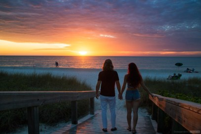 Florida beaches, Naples Beach. Vanderbilt bach, sunset florida, where to holiday in Florida, best beaches in Florida, romantic holiday in Florida, romantic couple on the beach, sunset, sunset on the beach, Florida beaches, Florida travel guide, best beach in Floridda,