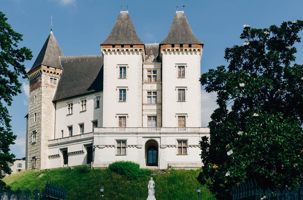 Pau Aquitaine castle henry