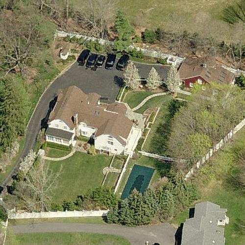 Dead broke Clintons home in lily-white neighborhood.
