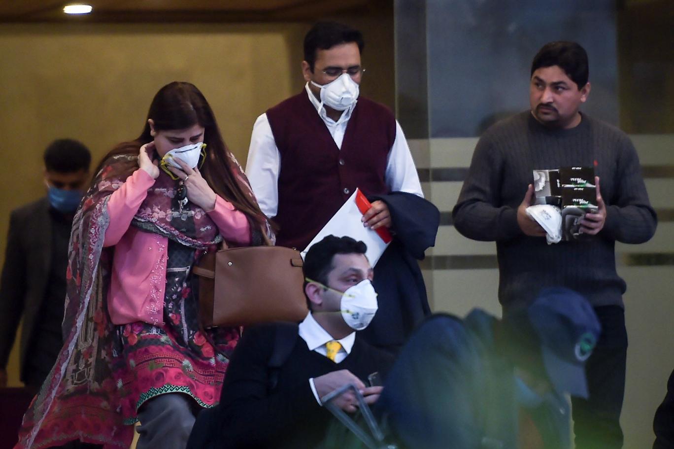 'کرونا وائرس سے بچنے کے لیے ماسک کی ضرورت نہیں'